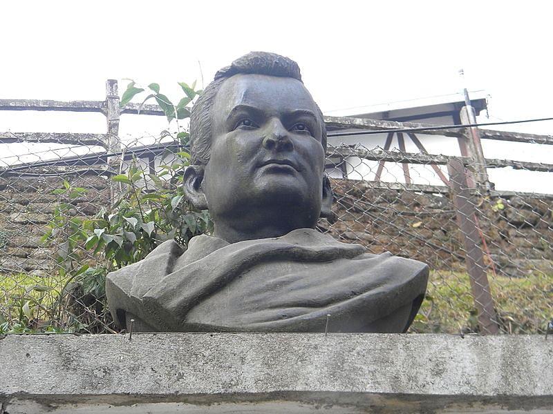 Bust of Rahul Sankrityayan in Darjeeling. (Source: Wikimedia Commons)
