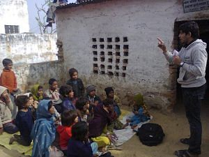 Student volunteer from BITS-PIlani conducting lessons.