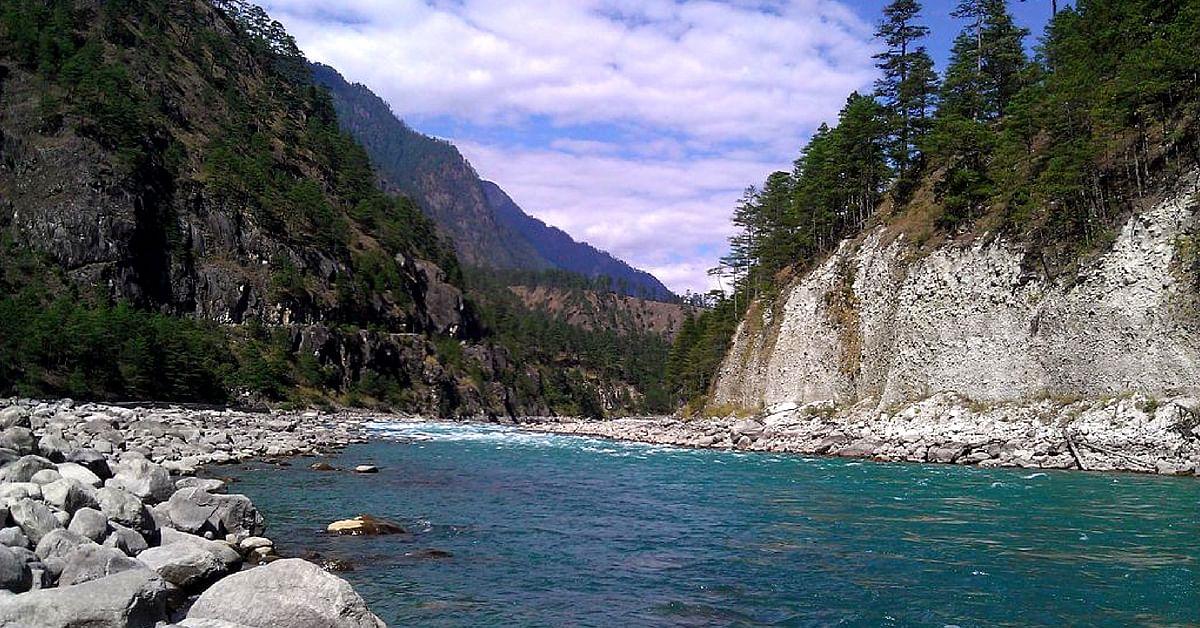 An abundance of greenery and serenity will greet you at Arunachal Pradesh. Image Credit: Wikimedia Commons.