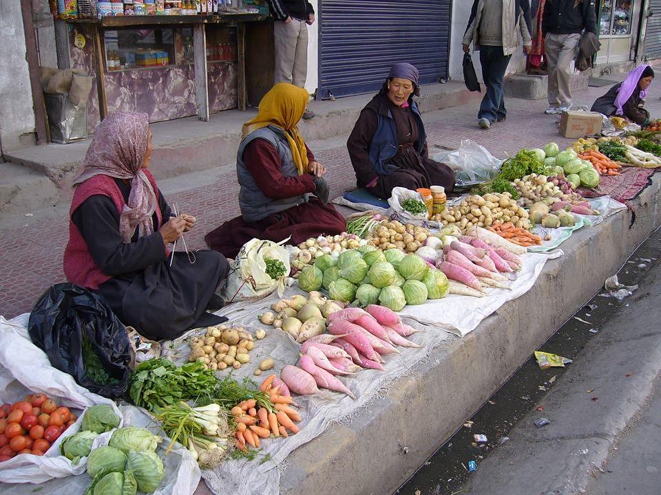 Ladakhi women selling veggies in Leh Bazaar. (Source: Faceboo/Agnes Ng)