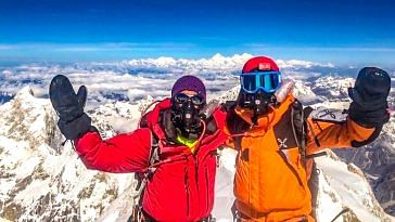 Arjun Vajpai and his friend Alex d'Emilia atop Mount Kangchenjunga (8586m) on 20th May 2018, 8:05am. (Source: Twitter/Arjun Vajpai)