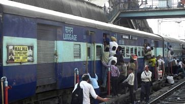 The Railways owes compensation to those who die or get injured while boarding or de-boarding. Representative image only. Image Courtesy: Wikimedia Commons.