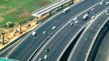 The amazing Purvanchal Expressway, with multiple lanes.Image Credit: Facebook.