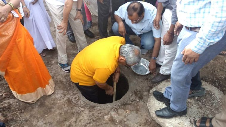 Without a hesitation, the CAG of India jumped into the pit, in order to dispel the myths about twin-pit toilets. Image Credit- Pawan Iyer (Twitter)