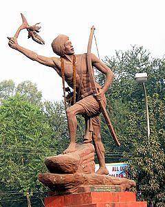 Birsa Munda statue. (Source: Wikimedia Commons)