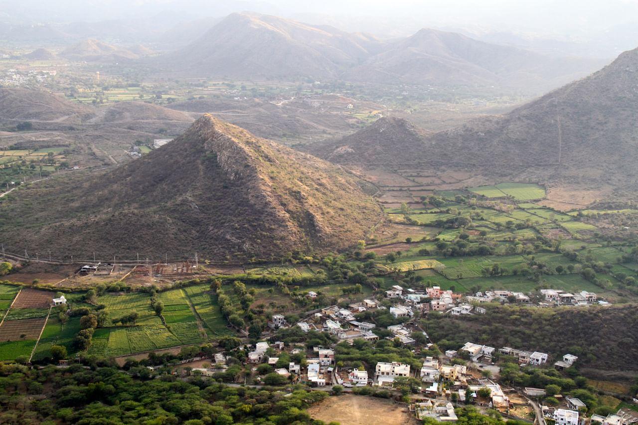 Aravalli Hills, Udaipur, Rajasthan IndiaAravalli Hills, Udaipur, Rajasthan India