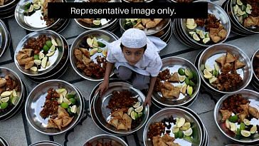 In Bhopal, Shailendra and his team made sure that the kin of patients in hospitals had something to eat for Sehri. Representative image only. Image Credit: Mahmud Mahmud