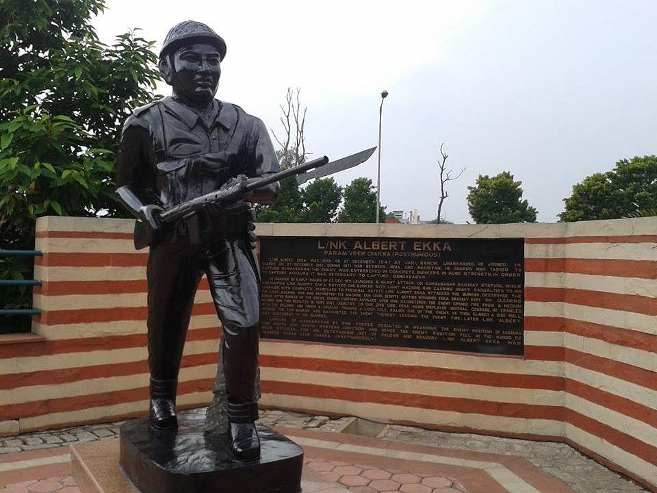 A statue of Lance Naik Ekka at Army Dipatoli Cantt in Ranchi. (Source: Facebook/Atul Sharma)