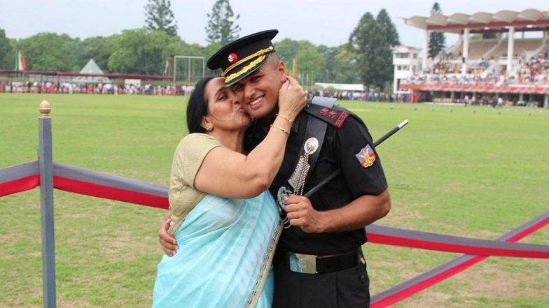 Lieutenant Hitesh Kumar with his mother. (Indian Soldier: The Unknown Stories/ Facebook)