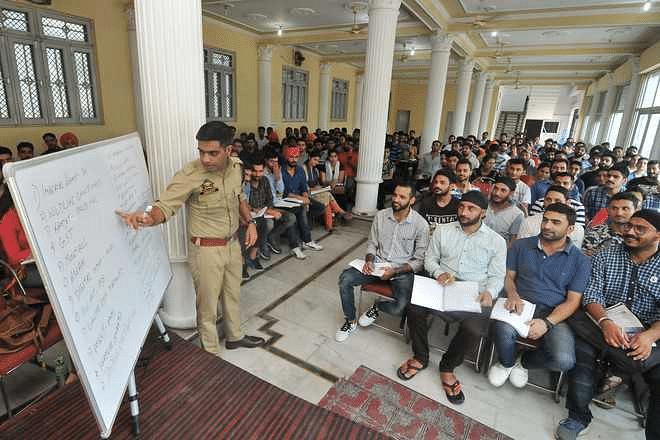 SP Sandeep Chaudhary taking class. (Source: Facebook/Noor Ibadat)