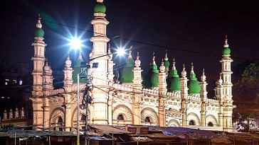 The mosque in Kolkata has stood tall for more than a century.Image Credit: Shiva Kumar