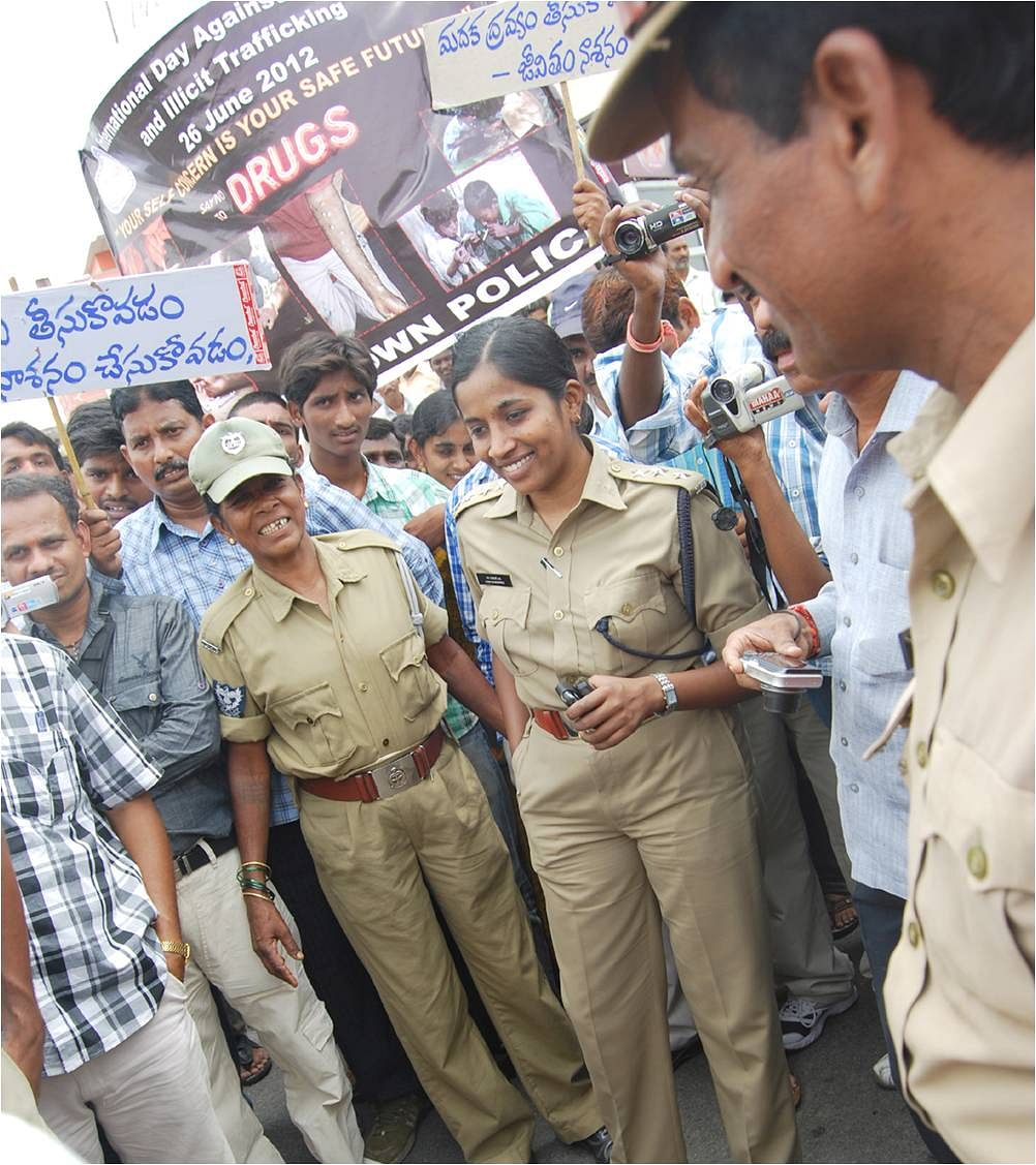 SP Rajeshwari with locals. (Source: The Better India)
