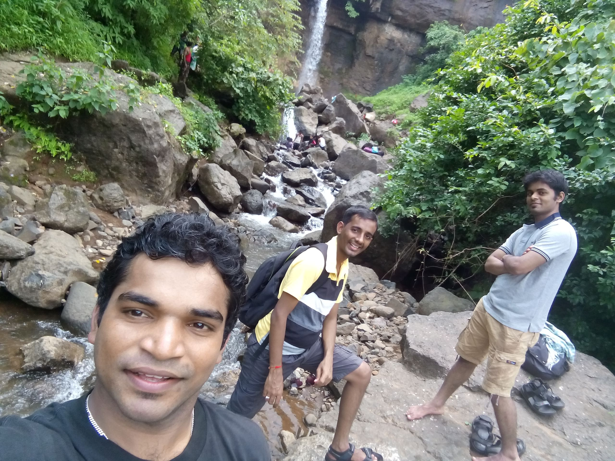 This Waste Warrior From Mumbai has Cleaned 6.7 Tonnes of Trash From 11 Waterfalls! (1)