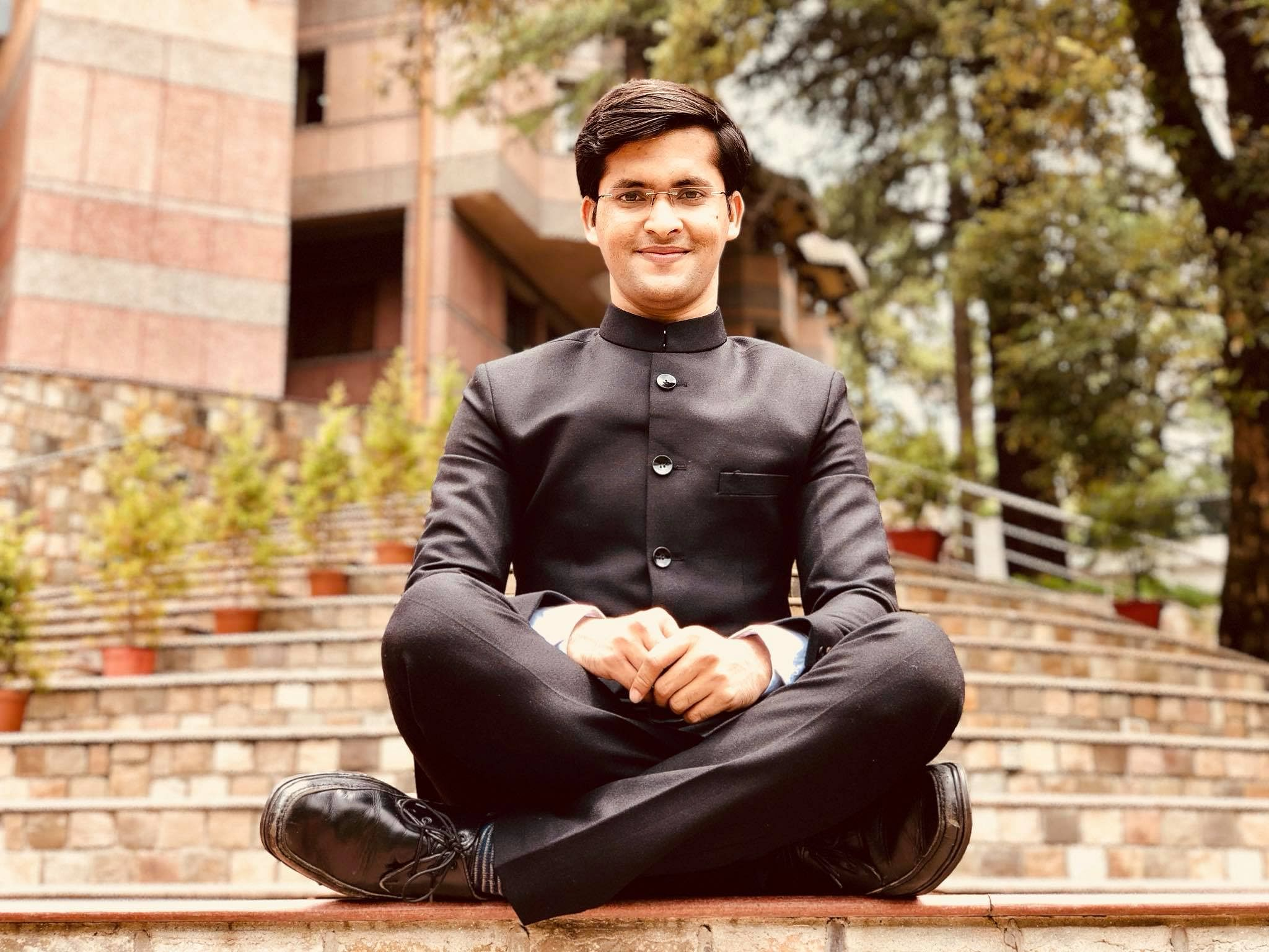 How an Auto Driver's Iron-Willed Son Became One of India's Youngest IAS Officers!