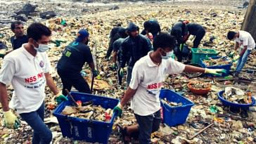 Beach clean up Worli fort Mumbaikars (1)