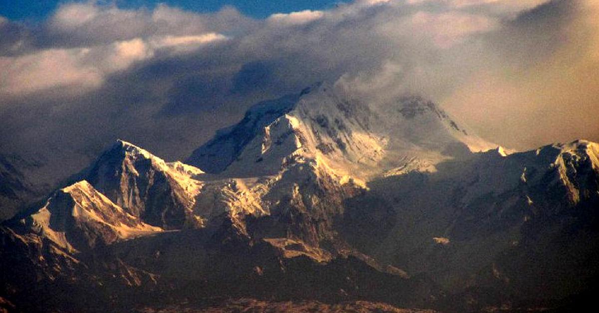 The imposing view of the lofty Himalayas at Sandakphu, India. Image Credit: Aniruddha Das