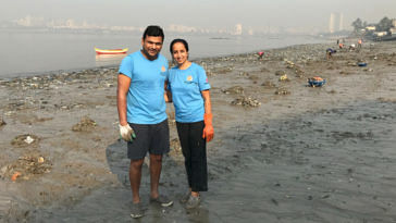 Clearing 500+ Tonnes of Garbage, Mumbai Couple Keeps Mahim Beach 'Alive'! (1)