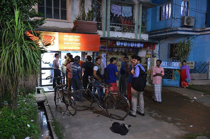 People standing in a line outside an ATM in Kolkata. (Source: Wikimedia Commons)