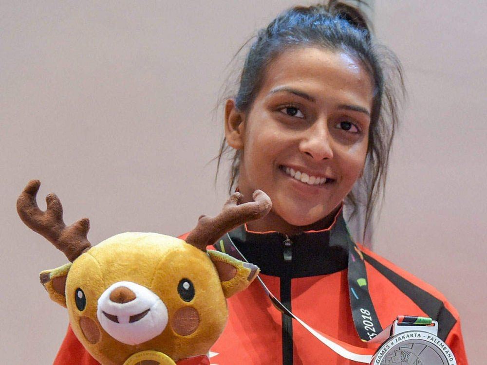 Pincky Balhara with her silver medal. (Source: Twitter/Lily Mary Pinto)