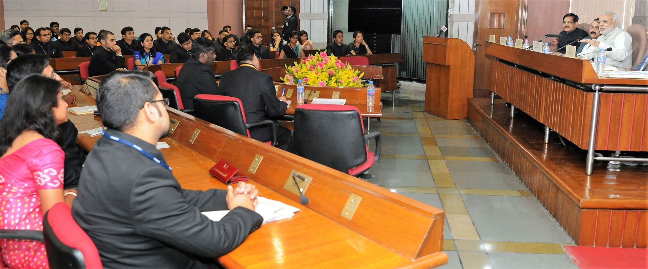 Prime Minister Narendra Modi interacting with the IAS probationers of 2015 batch at Parliament Library, in New Delhi on February 23, 2016. (Source: Wikimedia Commons)
