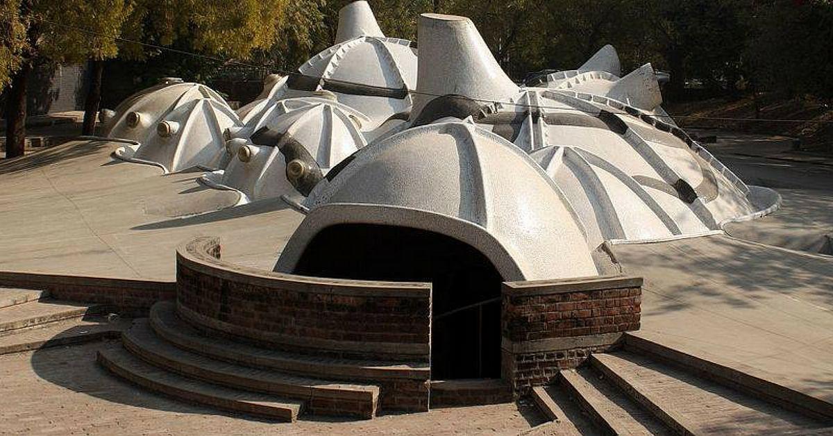 The incredible Amdavad Ni Gufa, a brilliant piece of architecture. Image Credit: TravoXpress