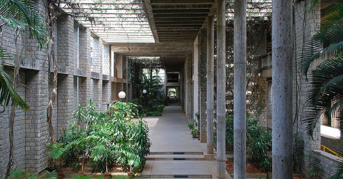 The stunning IIM Bangalore campus ensures abundant greenery in and around classrooms. Image Credit: Flickr