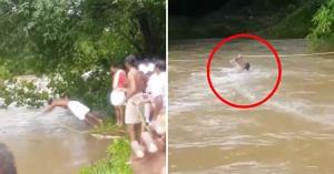#KeralaFloods: Man Dives Into River, Risks Life To Set Up Crucial Supply Line!