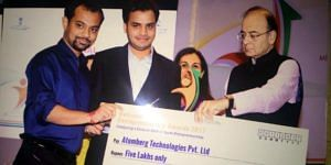 Founders with Finance Minister Arun Jaitely. (Source: Twitter/Atomberg fans)