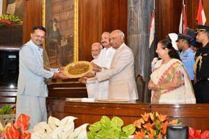 Harekrushna Mahatab's son and BJD MP Bhartruhari Mahtab receiving the Best Parliamentarian Award. (Source: Facebook/Sudipta Ray)