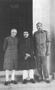 (From left to right): Prime Minister Jawaharlal Nehru, Nizam VII and Jayanto Nath Chaudhuri after Hyderabad's accession to India. (Source: Wikimedia Commons)