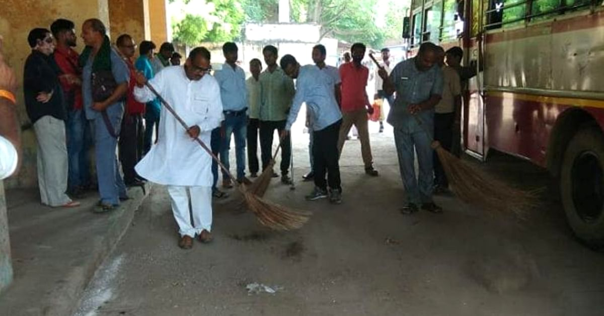 Agra Govt Officer Sets Stunning Example, Cleans Office & Sweeps Roads Himself!