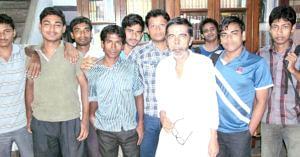Subhash Chandra Kundu with his students. (Source: Facebook/Mortaza Mollick)
