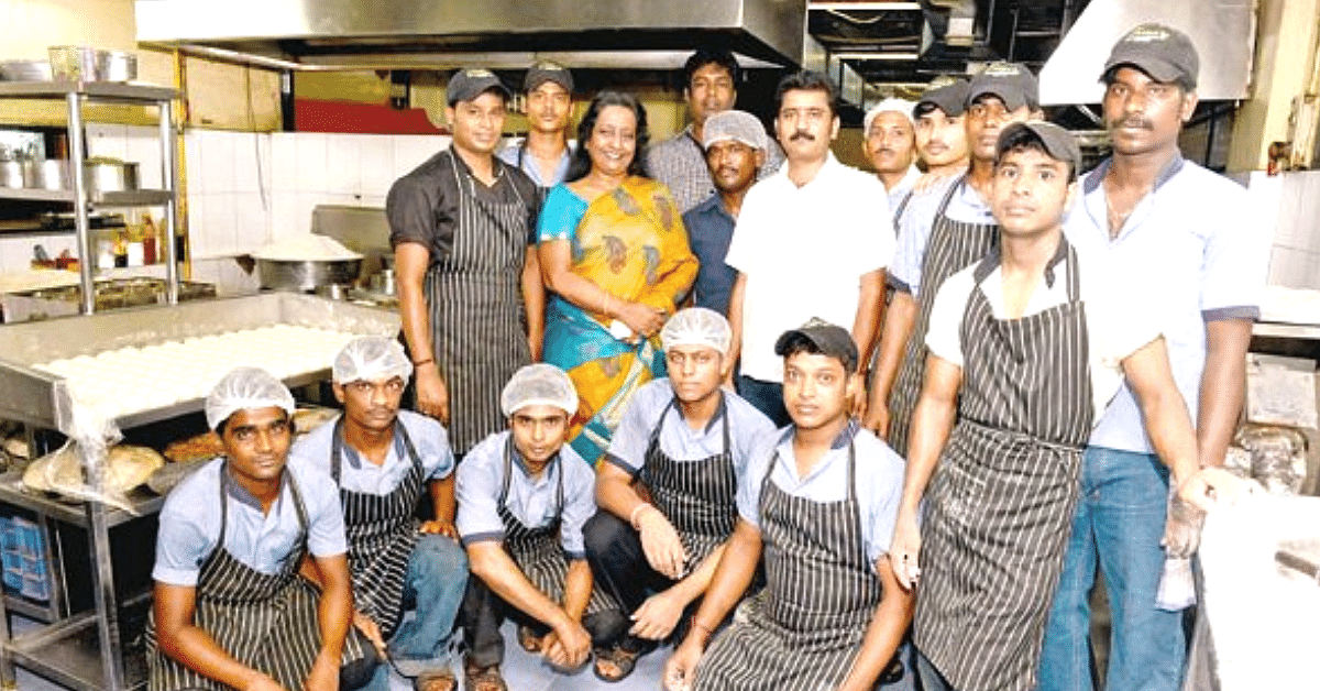 Overcoming Failed Marriage, Single Mom Went From Selling Tea to Making Lakhs!