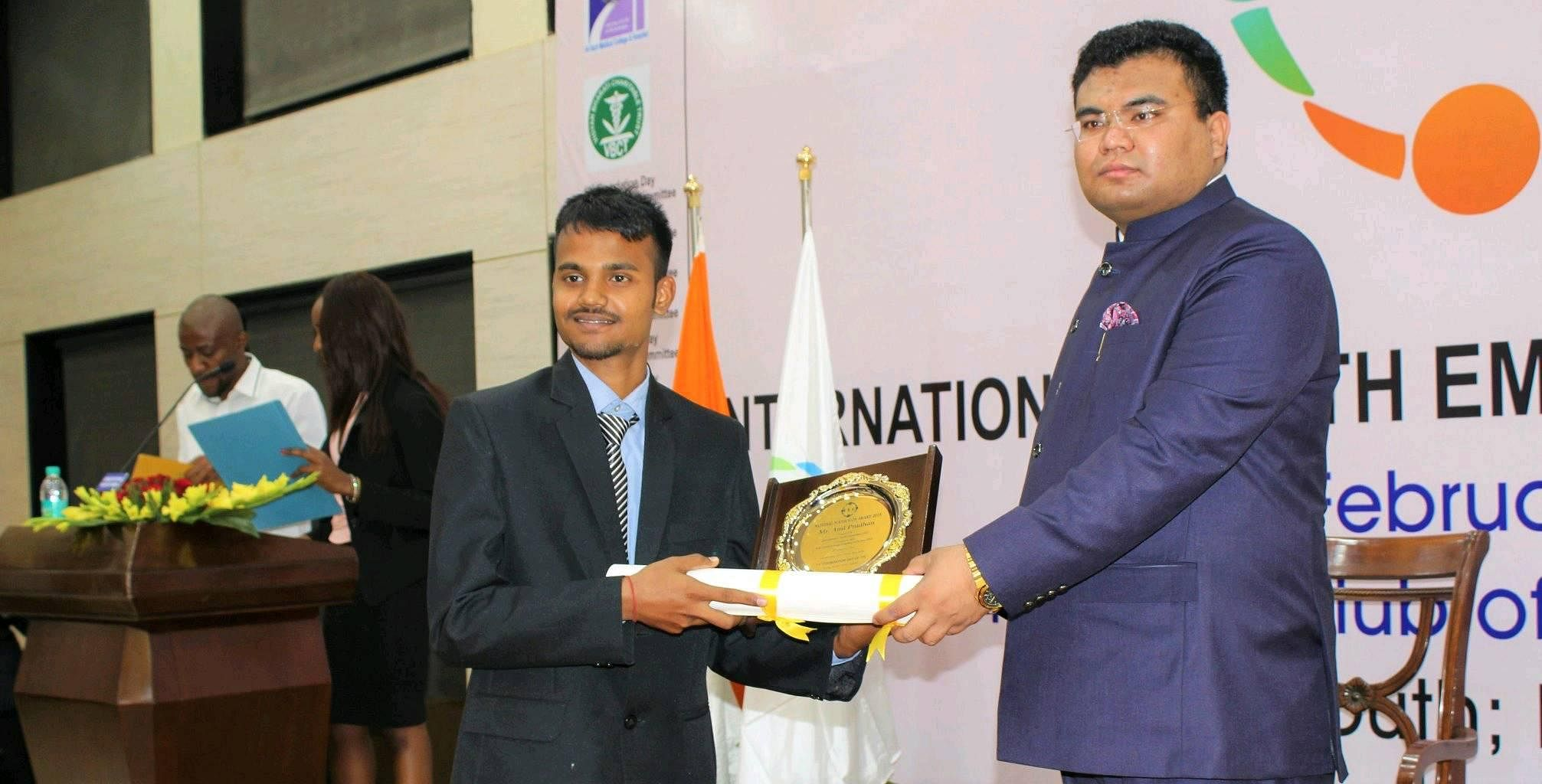 Anil Pradhan receiving the 2018 National Youth Icon Award. (Source: Facebook)