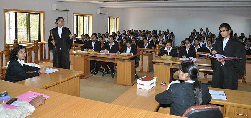 Hiralal's legacy: Students at Banasthali Vidyapith. (Source: Jamnalal Bajaj Foundation)