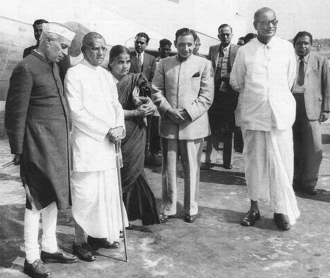 (From left) Prime Minister Jawaharlal Nehru, Dr. A.C.Mukherjee Governor of West Bengal, Mrs. Durgabai Deshmukh, Finance Minister (and husband) C.D. Deshmukh and B.C. Ray, Chief Minister of West Bengal. (Source: Facebook/Vasanth Pai)