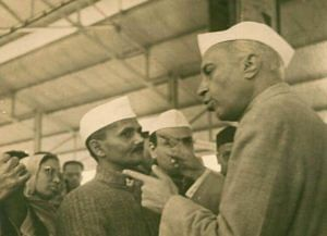 Lal Bahadur Shastri with India's first PM Jawaharlal Nehru. (Source: Twitter/Lal Bahadur Shastri Memorial Foundation)