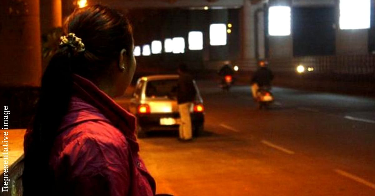 UP Traffic Cop Helps 2 Women Stranded at Night, Gets Thank You Note from Army Officer!