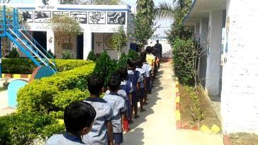 Students of the Gundlubari Primary School, in West Bengal. Image Credit: Gundlubari Primary School
