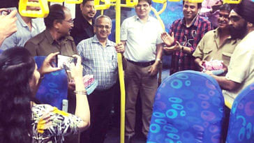 The Mumbai bus conductor got a fitting farewell at the end of his career. Image Credit: Reddit
