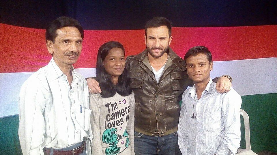 Devika Rotawan, her brother Jayesh and father Natwarlal with Bollywood star Saif Ali Khan. (Source: Facebook)