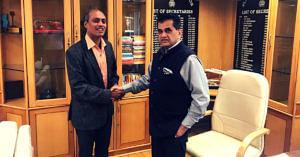 Exclusive_ Award-Winning 'Paanwala' Studied Under Street Lights, Now Trains IAS & IPS Officers! (5)