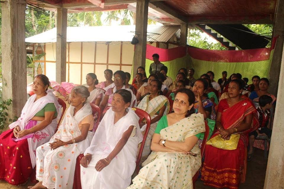 Local women attending a GMK meet. (Source)