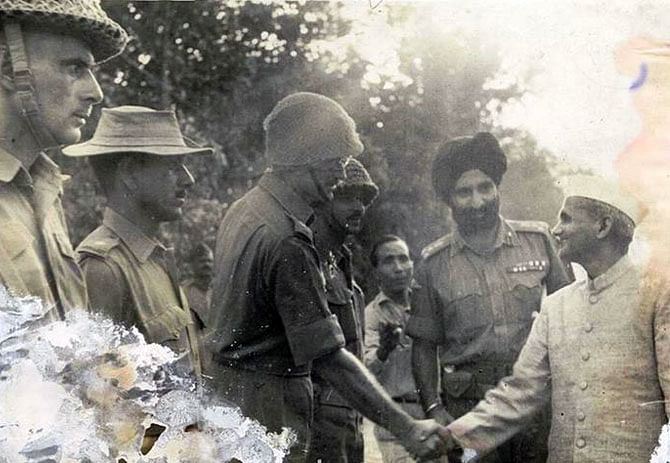 Former Prime Minister Lal Bahadur Shastri greets Lieutenant Colonel Desmond Hayde in Dograi. (Source: Facebook/Indian Army)