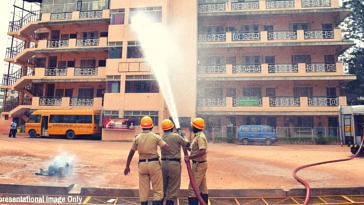 Hero Cop, 2 Teachers Avert Major Tragedy; Save 25 Kids From Raging Fire in Telangana!