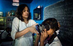 A student at a Kasturba Gandhi Awasiya Balika Vidyalaya trying on a VR set. (Source: Eckovation)