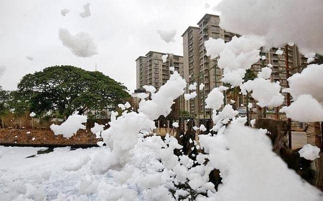 Bellandur lake spilling out toxic foam. Source: Twitter