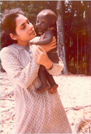 Madhumala with a three-month-old Jarawa infant. (Source: Facebook/Madhumala Chattopadhyay)