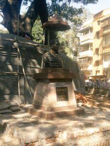A bust of Babu Genu in Mumbai. (Source: Twitter)