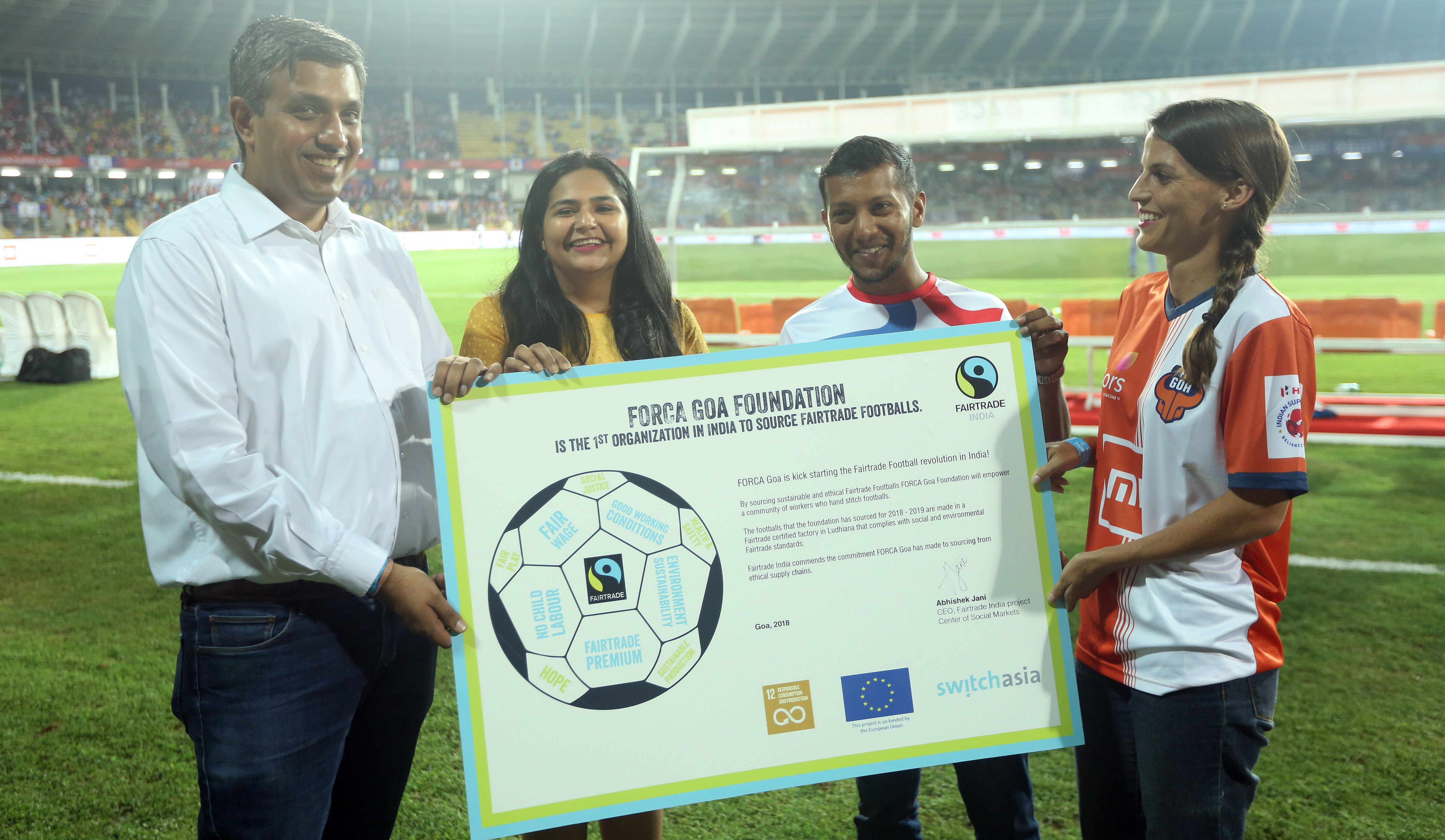 Abhishek and Debian from Fair Trade give memento to Jill and Nathan from Forca Goa Foundation during match 17 of the Hero Indian Super League 2018 ( ISL ) between FC Goa and Mumbai City FC held at Jawaharlal Nehru Stadium, Goa, India on the 24th October 2018 Photo credit: Sandeep Shetty /SPORTZPICS for ISL